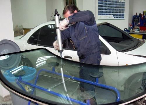 Вклейка автомобильных стёкол